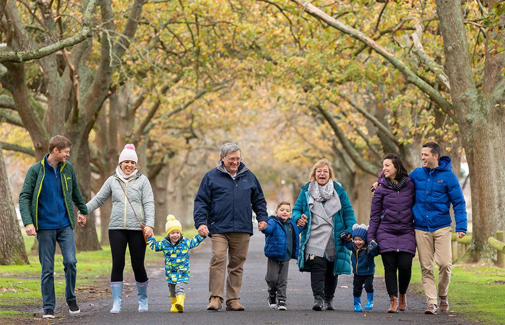 portrait-family-trees-scenery-fun-laughing-park-ballarat-infocus-photography